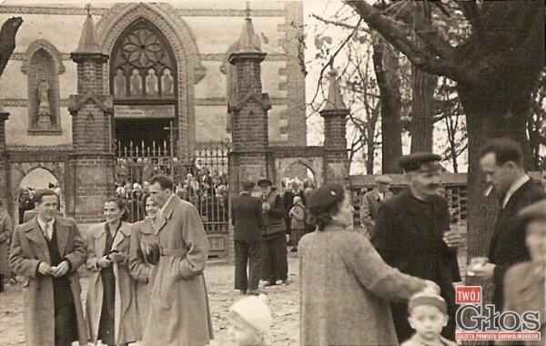 Kościół wzniesiono w latach 1863 - 1864